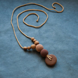 Best Babywearing Necklace / Cappuccino, Oak Wood Kangaroocare