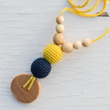 "Collier de Portage ""jaune & bleu marine"" par Kangaroocare"