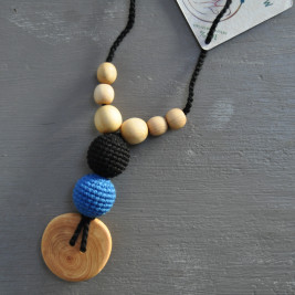 Necklace babywearing and breastfeeding Kangaroocar Physio Black Iris Button Limited Series Naturiou
