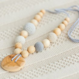 Necklace babywearing and breastfeeding Kangaroocare Adapt with Grey Pearl Series Limited Naturiou
